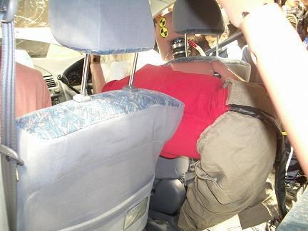 後部座席でもシートベルトを締めないと3